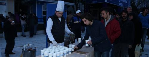 Vatandaşlar Eyüp'te Sıcak Çorbalarını Yudumladılar