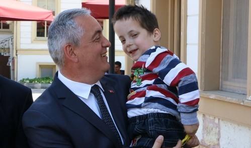 Başkan Aydın küçük Asan'a yardım elini uzattı