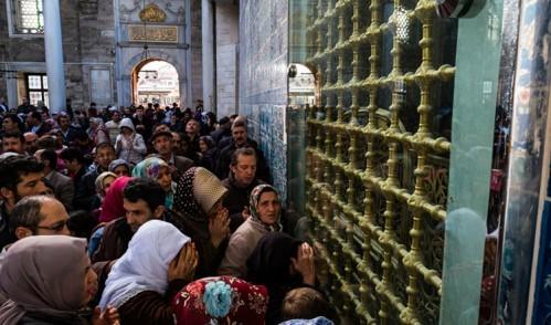 Eyüp Sultan Türbesi'ne Ramazan'a özel uygulama!