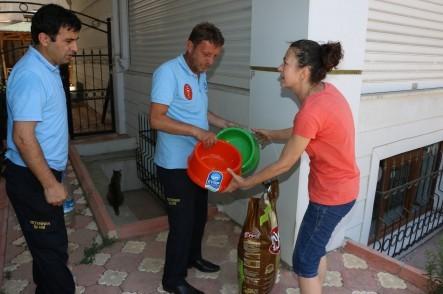 Eyüp Belediyesi Sokak Hayvanları İçin Su Kabı Dağıttı!