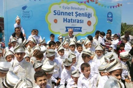 """Eyüp Belediyesi'nden """"Sünnet Şöleni"""""""