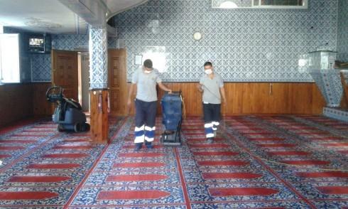 Eyüp Belediyesi, Kurban Bayramı hazırlıkları kapsamında ilçe genelindeki tüm camiilerde temizlik çalışmalarına başladı