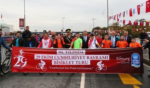 Eyüpsultan'da 250 kişi Cumhuriyet için pedal çevirdi