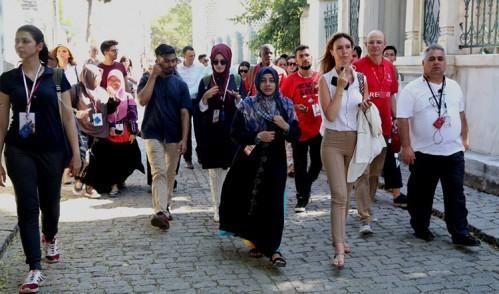 25 farklı ülkeden gelen öğrenciler Eyüpsultan'ı gezdi