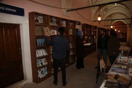 Zal Mahmut Paşa Külliyesi, ulusal dergiler, sahaflar, stant