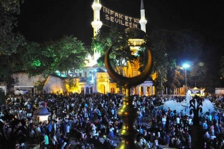 Onbir Ayın Sultanı Ramazan, Kadir Gecesi, Eyüpsultan Belediye Başkanı Deniz Köken, Eyüpsultan