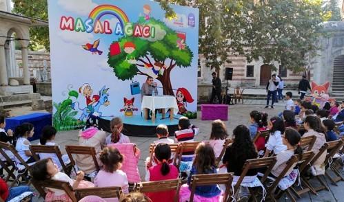 Masal Ağacı Çocukların Hayallerini Renklendiriyor