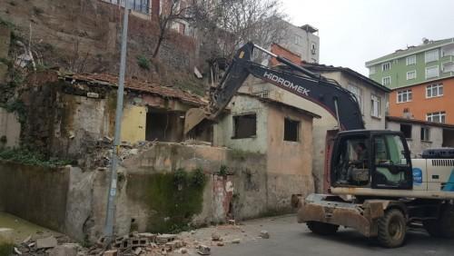 Tehlike Saçan Metruk Yapılar Yıkılıyor