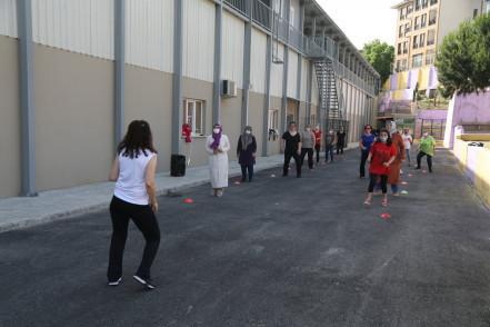 Eyüpsultanlı Hanımlar İçin Açık Alan Spor Faaliyetleri Başladı