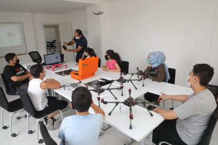 Eyüpsultanlı Gençler, Drone ve Robotik Kodlama Eğitimlerinde Buluşuyor