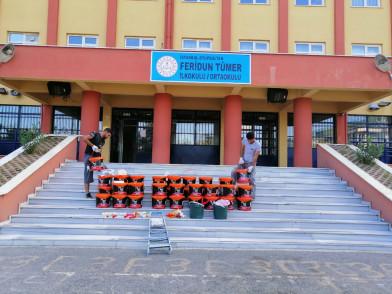Eyüpsultan'da okullar boyanıyor