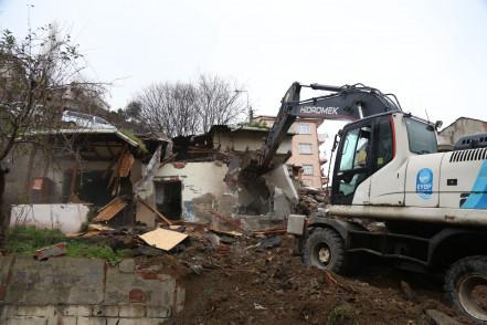 Riskli yapılar yıkılıyor
