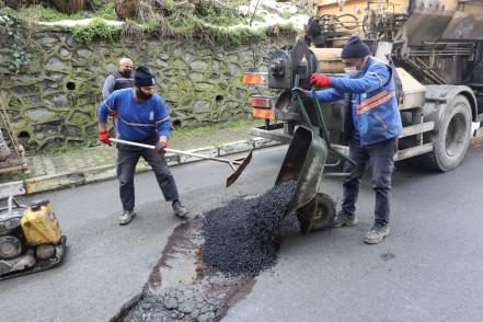 Kar yağışı sonrası asfalt onarım çalışması başladı