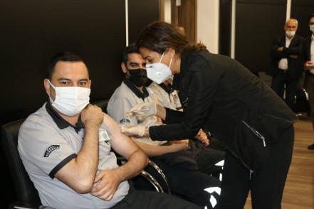 Eyüpsultan Belediyesi personeli Covid-19 aşılarını oldu