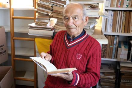 Emekli öğretmen Nuri Amca'dan Eyüpsultan Belediyesi'ne 4 bin kitap bağışı