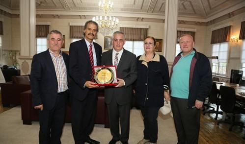 Arnavut Sanatçı Çeliku'dan Başkan Aydın'a Teşekkür