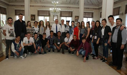Başkan Aydın Makedonyalı Folklor Ekibine Tarihi Eyüp Oyuncakları Hediye Etti