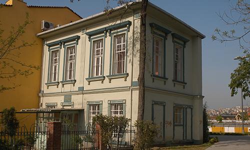 Hasan Hüsnü Paşa Kütüphanesi