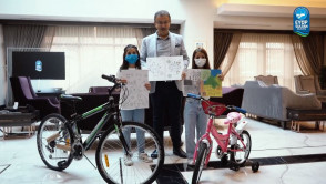 Resim yarışmasının kazananları bisikletlerine kavuştu