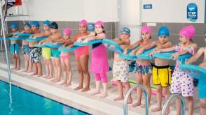 Yüzme havuzunda ilk kulacı Başkan Deniz Köken attı